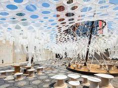 Lumen, de Jenny Sabin Studio, ganador del MoMA PS1 2017. Fotografía: Pablo Enriquez https://www.experimenta.es/noticias/arquitectura/lumen-instalacion-interactiva-de-jenny-sabin-studio-ganador-del-moma-ps1-2017/