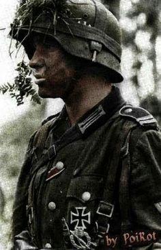 Resultado de imagem para my honor was loyalty leibstandarte Ww2 Uniforms, German Uniforms, German Soldiers Ww2, German Army, Raza Aria, World Conflicts, War Photography, Armed Forces, World War Ii