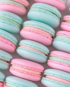 """Pretty pastel macarons filled with Vanilla buttercream by my pal Oh Sprinkles """" Food Wallpaper, Wallpaper Iphone Cute, Aesthetic Food, Pink Aesthetic, Bonbons Pastel, Pastel Macaroons, Macaroon Wallpaper, Cute Desserts, Pretty Wallpapers"""