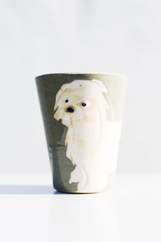 A handpainted mug called Mutmug. This is the Shih-tzu. These mugs comes with many different kind of dog-types as motifs.