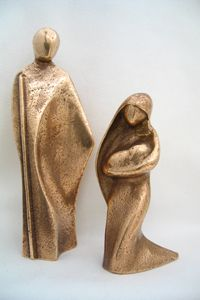 Bronze sacred symbols of faith, finest in artistic quality. Wood Carving Designs, Wood Carving Art, Stone Sculpture, Sculpture Clay, Family Sculpture, Chicken Crafts, Jesus Art, Pottery Sculpture, Clay Figures