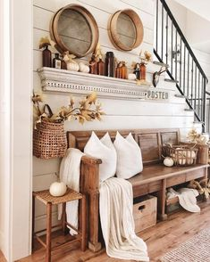 31 Cozy Farmhouse Entryway Decor Ideas - Home Decoration Living Room Designs, Living Room Decor, Cottage Style Living Room, Fall Living Room, Dining Room, Dining Tables, Bedroom Decor, Home Interior, Interior Design