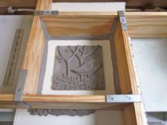 plaster mold form More azulejos Ceramic Workshop, Ceramic Studio, Ceramic Clay, Ceramic Pottery, Plaster Art, Plaster Molds, Decorative Plaster, Ceramic Techniques, Pottery Techniques