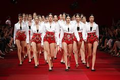 Dolce & Gabbana Woman Catwalk Photo Gallery – Fashion Show Spring Summer 2015