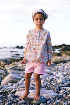 Notre thème cachemire pour fille: short rose poudré + blouse et fichu.