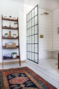 Öppen dusch med glasvägg