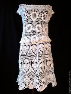 Купить или заказать Когда по весне сойдут снега в интернет-магазине на Ярмарке Мастеров. Белое платье крючком. Простое, но очень романтичное. Хорошо сидит по фигуре (ниже я указала подходящие размеры для этого платья). Можно носить со шнурком (он в комплекте) или с любым поясом. Также отлично смотрится в виде туники, если повязать поясок на бедра. Также подойдет как пляжный вариант. В общем, моделька получилась, как я люблю - простая и милая - можно играться с аксессуарами и создавать разные…