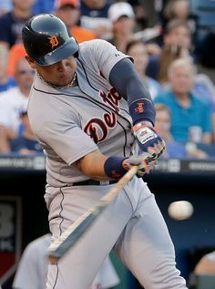 Miguel Cabrera hits a sacrifice fly during the third inning, 07/11/2014