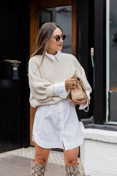 Collar Shirt With Sweater, Collared Shirt Outfits, White Shirt Outfits, Cute Casual Outfits, Sweater Over Dress Shirt, Love Fashion, Fashion Outfits, Look Girl, Neutral Outfit