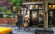 History of NYC Streets: Grove Street in Greenwich Village. We dig into the history of Grove Street in New York City's Greenwich Village, which has a secret alley, a unique courtyard and one of the village's oldest buildings. Top Italian Restaurants, Fun Restaurants In Nyc, Romantic Restaurants, Boulder Restaurants, Greenwich Village, West Village, Deco Restaurant, Restaurant Guide, Chinese Restaurant