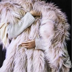 West Elm site says it's sold out online but check the local stores bc they have high inventory! West elm - Faux Fur Brushed Tips Throw - in pink Tahari Bedding, Bleach Tie Dye, Modeling Tips, Teen Girl Bedrooms, Faux Fur Throw, My New Room, Easy Projects, New Look, Fur Coat