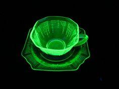 EXCELLENT, VINTAGE, MINT Green Vaseline Anchor Hocking Princess Cup & Saucer