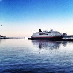 Hurtigruten docking in #Svolvaer #Norway #NorthernNorway #visitnorway photo: Gran/visitnorway
