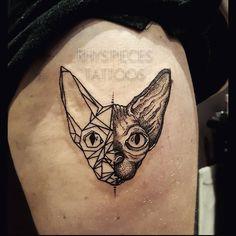 Had so much fun tattooing @tootthesphynx_ on @delsoldiva the other day. Two of my favorites! Thanks for trusting me with this one! #rhyspiecestattoos #fullmoontattoo #tootthesphynx #sphynxcat #sphynxcats #cattattoo #animaltattoos #dotwork #dotworktattoo #geomtric #halfnhalf #legtattoos #blacktattoos #pets #animalappreciation #melbournetattooist #prahran #melbourne #tattooing #tattoo #tattooed #tattoos