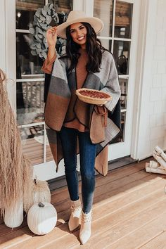 Warm Outfits, Casual Fall Outfits, Winter Fashion Outfits, Fall Winter Outfits, Stylish Outfits, Autumn Fashion, Cold Spring Outfit, Girly Outfits, Outfits With Ponchos