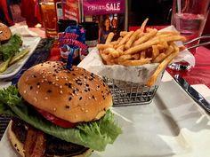 #newyork#manhattan#nyc#planethollywood#burgertime#timessquare#ena_burger_akoma_#  by eirhna