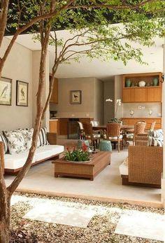 Jardim integrado e belos sofás