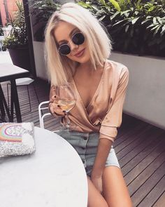 date night outfit Are you looking to really make a lasting first impression on that upcoming date night you have planned? I have gathered summer date night outfits that will make you Mode Outfits, Casual Outfits, Fashion Outfits, Womens Fashion, Woman Outfits, Club Outfits, Skirt Outfits, 90s Fashion, Date Night Outfit Summer