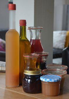 Ik gooi de pulp in de ontsapper altijd weg, dat is wat ik in 90% van de gevallen hoor tijdens onze workshops. Dat moet je zeker niet doen. Als je, je appels of bv peren schilt en het klokhuis verwijdert kun je de pulp die achterblijft in de ontsapper gewoon gebruiken. Deschil van appels en peren Diy Crafts Vintage, Infused Water, Toddler Crafts, Hot Sauce Bottles, Preserves, Crafts To Make, Green Beans, Nom Nom, Alcohol