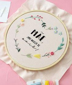 Instagram Hand Embroidery Patterns Flowers, Embroidery Hoop Decor, Name Embroidery, Wedding Embroidery, Hand Embroidery Videos, Embroidery Stitches Tutorial, Learn Embroidery, Modern Embroidery, Accesorios Casual