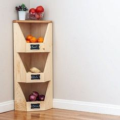 Step by step plans, tutorial and video showing how to build a DIY corner vegetable storage bin. Perfect for root vegetables, other veggies or fruits. Diy Vertical Storage, Diy Vegetable Storage Bin, Vegetable Bin, Beginner Woodworking Projects, Diy Woodworking, Home Design, Diy Lit, Simple Closet, Farmhouse Style Kitchen