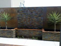 DIY wall fountain - Wall fountains trickles softly in the background add an element of calm to both indoor and outdoor. Make your own wall fountain Indoor Water Features, Water Features In The Garden, Garden Features, Diy Water Feature, Fountain Design, Fountain Garden, Fountain Ideas, Indoor Water Fountains, Outdoor Wall Fountains