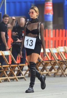 hailey-baldwin-tommyland-tommy-hilfiger-spring-2017-fashion-show-in-venice-ca-2-8-2017-4.jpg (1280×1875)