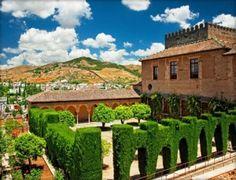 Escápate a a la ciudad de la Alhambra: 2 noches con desayuno y cena en el Hotel Conquista de Granada. ¡Todo para 2 personas y cerca del centro de la ciudad!