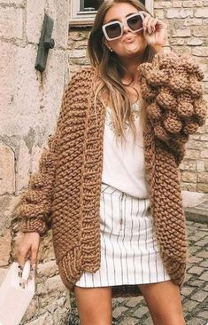 Hand-knitted, thick cardigan with bubble sleeves, oversized bomber pullover, kimono jacket – Knitted Sweater Bloğ Oversized Cardigan, Wool Cardigan, Cable Knit Sweaters, Boho Sweaters, Monokini, Boho Outfits, Cute Outfits, Pullover Mode, Long Sleeve Sweater Dress