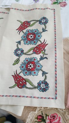 Crewel Embroidery, Cross Stitch Embroidery, Bargello, Some Ideas, Cross Stitch Designs, Table Runners, Needlework, Diy And Crafts, Quilts