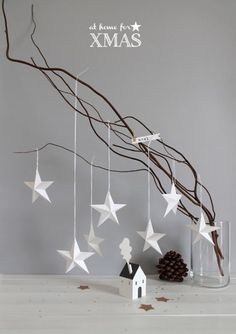 DIY Paper stars At home for XMAS - christmas decor - white - simple Paper Christmas Ornaments, Noel Christmas, Christmas Is Coming, All Things Christmas, Winter Christmas, 3d Paper Star, Paper Stars, Scandinavian Christmas, Xmas Decorations