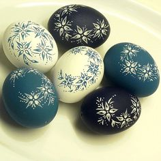Blue & White Spring / Seller 's Goods Dukie Easter Egg Pattern, Carved Eggs, Easter Egg Designs, Ukrainian Easter Eggs, Easter Egg Crafts, Ideas Geniales, Egg Art, Easter Party, Egg Decorating