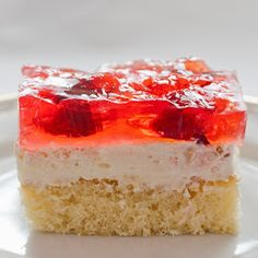 Sponge cake with strawberries and jelly Polish Recipes, Polish Food, Strawberry Cakes, Sponge Cake, Food Cakes, Vanilla Cake, Jelly, Cake Recipes, Cheesecake