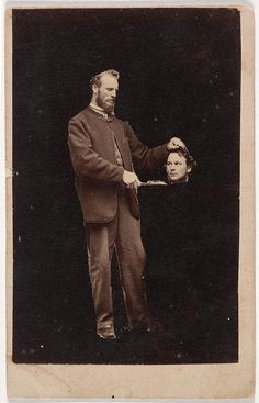 Before the Photoshop: Here Are 20 Creepy Headless Portraits From the Victorian Era Creepy Pictures, Old Pictures, Old Photos, Victorian Photos, Victorian Era, Victorian Portraits, Victorian Halloween, Vintage Photographs, Vintage Photos