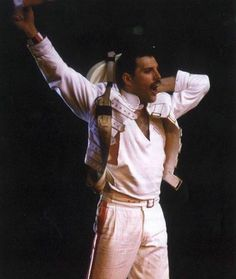 Freddie Mercury Photo: Freddie in action ! Mary Austin Freddie Mercury, Queen Freddie Mercury, Queen Lead Singer, King Of Queens, Roger Taylor, Greatest Rock Bands, We Will Rock You, Queen Band, Brian May