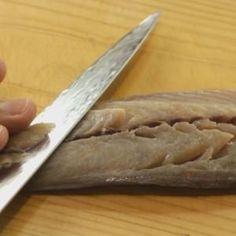 Cutting-mackerel-sashimi-slices