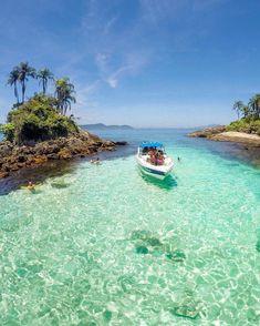 Angra dos Reis, Rio de Janeiro, 🇧🇷 ☀️ ➖➖➖➖➖➖➖➖➖➖➖➖ 📸 Tag somebody who would like to go! Travel Around The World, Around The Worlds, Bora Bora Island, Destinations, Photos, Vacation, Instagram, Outdoor, Landscapes