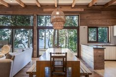 Image 12 of 19 from gallery of Casa LM / Juan Pablo Labbé. Photograph by Pancho Gallardo Tiny House, Chili, Wood Architecture, Pisa, Design Trends, Kitchen Design, Dining, Living Room, Outdoor Decor