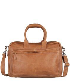 Bag Hudson van Cowboysbag is een stoere lederen tas. De tas is voor meerdere gelegenheden te gebruiken zoals kantoor, school of voor dagelijks gebruik (€139,95)