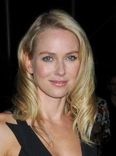 Naomi Watts wavy, blonde hairstyle