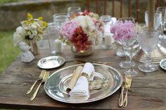 #vintagewedding #vintagedecoration #rusticwedding @thequinta #weddingset #vintageflowers