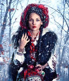 """И в снежном апреле можно великолепно выглядеть с монетой на груди! ~ The Coin Pendant I hope 'll warm in the snowy April...~ Майстерня """"Треті півні"""": чудовий образ зимового вбрання з дукачем"""