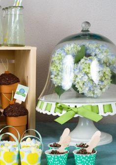 I LOVE THIS: Use your cake stand for a simple and pretty Easter centerpiece.