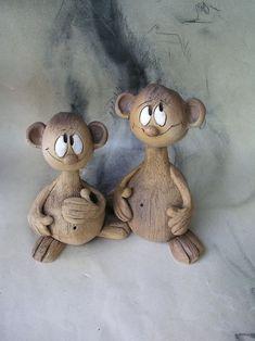 Vyrostlo cm,je to to větší. Pottery Animals, Ceramic Animals, Clay Art Projects, Clay Crafts, Ceramic Pottery, Ceramic Art, Ceramic Pinch Pots, Clay Fairy House, Intarsia Wood