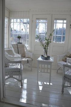 white wicker sunroom Love the floors White Cottage, Cozy Cottage, Cottage Style, Interior Exterior, Interior Design, White Wicker, White Rooms, Wicker Furniture, Home And Deco