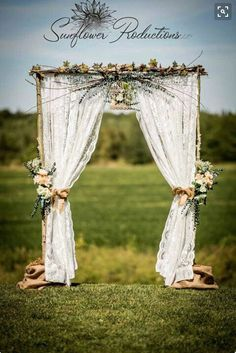 le charme de l'arche de cérémonie champêtre