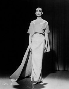 Audrey Hepburn in the film, Funny Face, co-starring Fred Astaire 824890 Robes Audrey Hepburn, Audrey Hepburn Givenchy, Audrey Hepburn Funny Face, Style Audrey Hepburn, Audrey Hepburn Pictures, Audrey Hepburn Fashion, Aubrey Hepburn, My Fair Lady, Fred Astaire