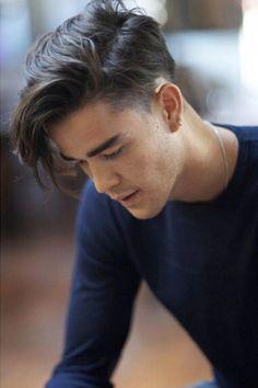 Great medium men's haircuts! – Men's Hairstyles and Beard Models Popular Mens Haircuts, Cool Hairstyles For Men, Haircuts For Long Hair, Hairstyles Haircuts, Haircuts For Men, Mens Hairstyles 2014, Hairstyle Men, Hipster Hairstyles, Straight Hairstyles