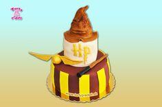 Torta Harry potter, zlatá strela a klobúk.