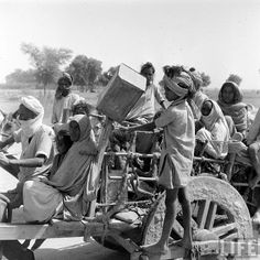 Mass migration during independence of India in 1947 Part 8 - Old Indian Photos Pakistan Art, History Of Pakistan, India And Pakistan, Independence Day Pictures, Independence Day India, Mass Migration, The Great Migration, Rare Pictures, Rare Photos